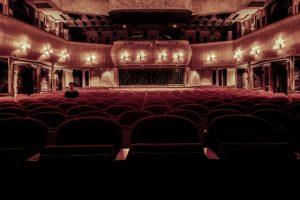 האם החוויה של הליכה לתאטרון עדיין חייה?
