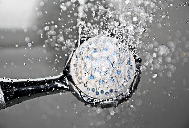 מוט פינוק למקלחת