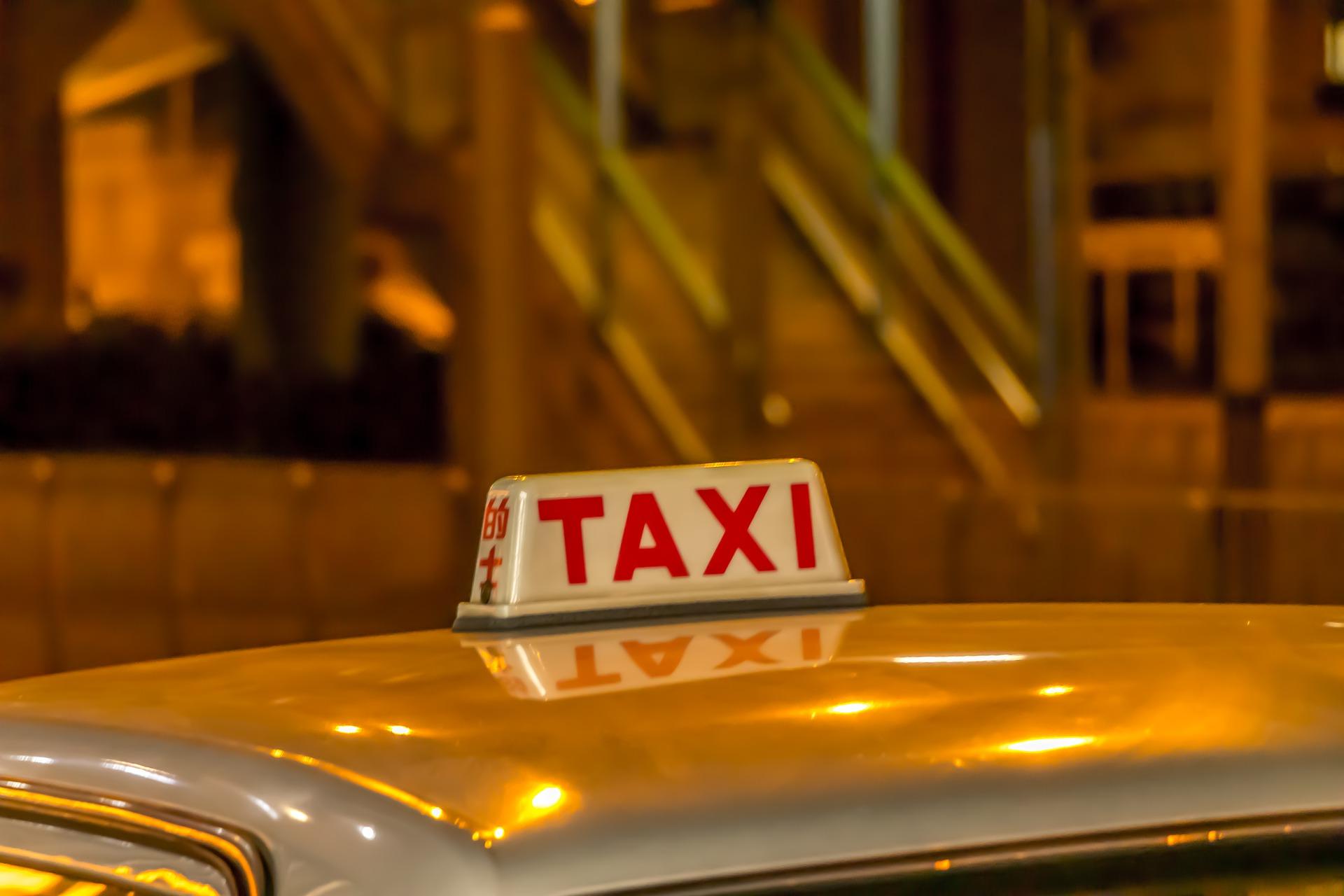 הכדאיות בסגירת מונית לשדה תעופה מראש