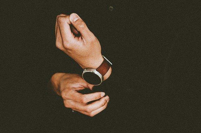איך מחליפים רצועה לשעון?