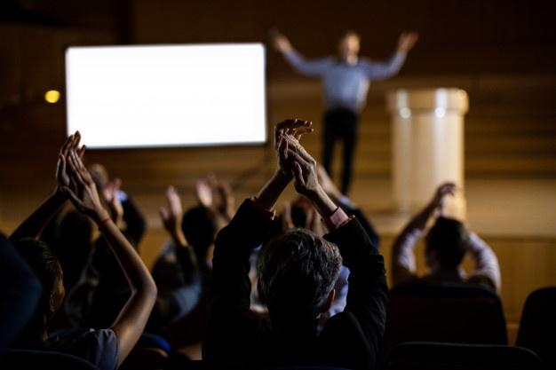 לשחק עם דיבור מול קהל – המדריך המלא